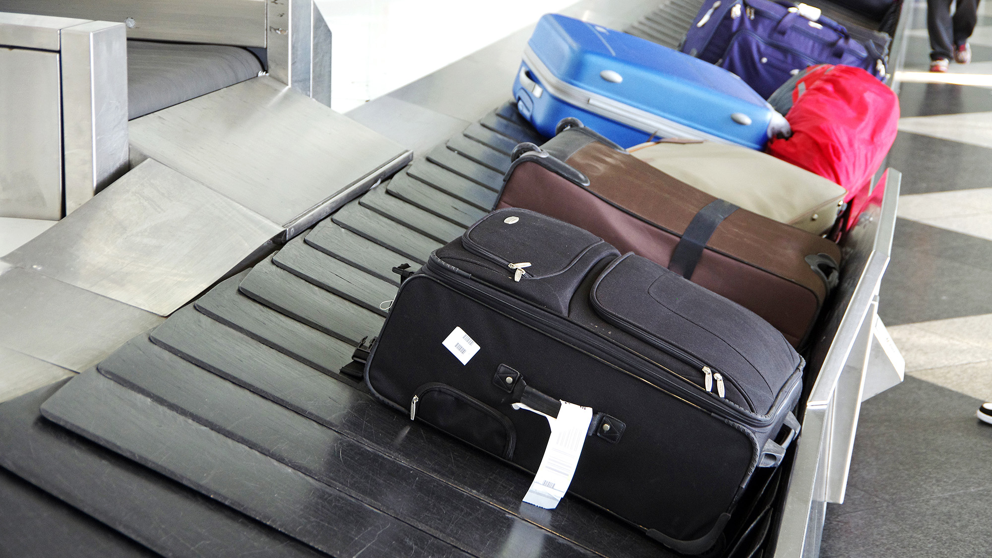 One man's genius way to avoid losing your luggage