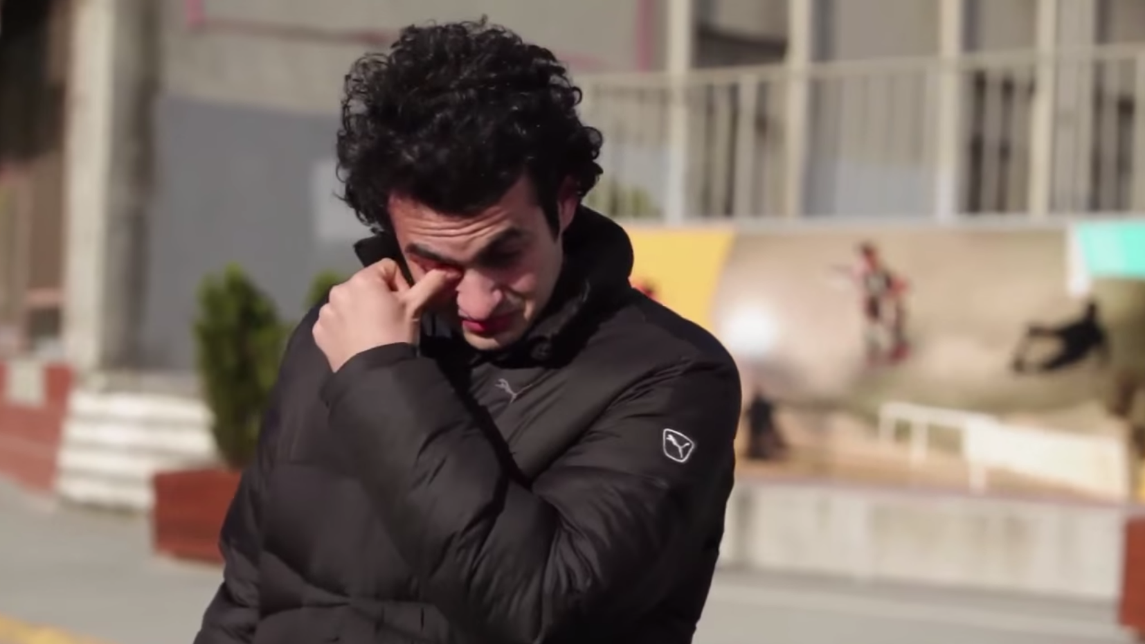 A whole town learned sign language to surprise their deaf neighbour