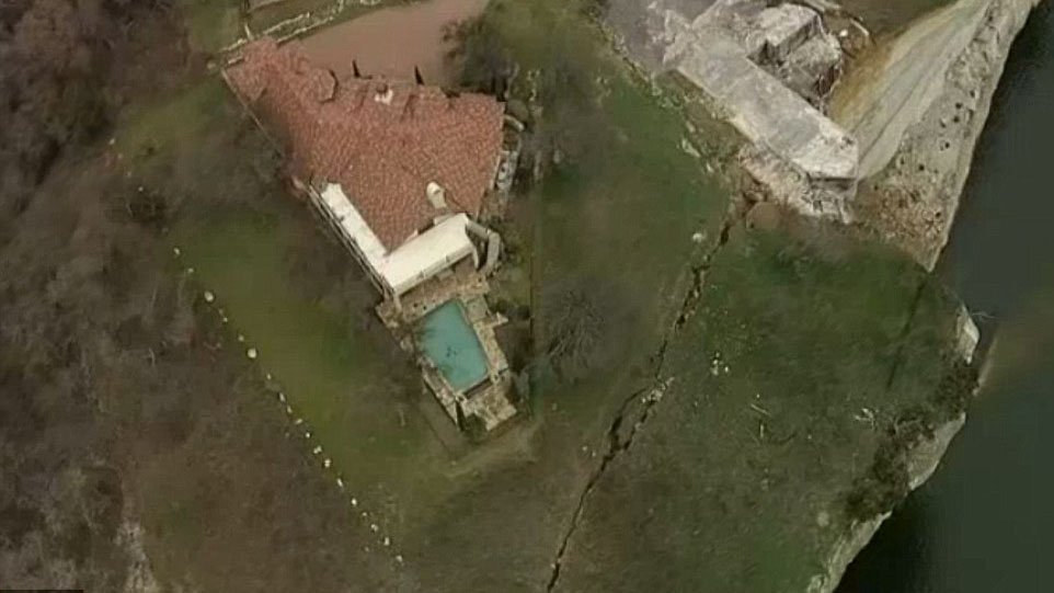 Luxury mansion in Texas about to fall off a cliff?