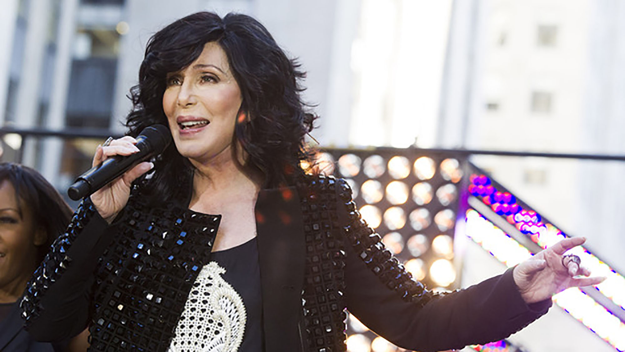 Cher to help 96-year-old woman with dementia return home