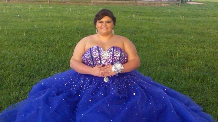 Strangers band together to support high school girl bullied about her weight