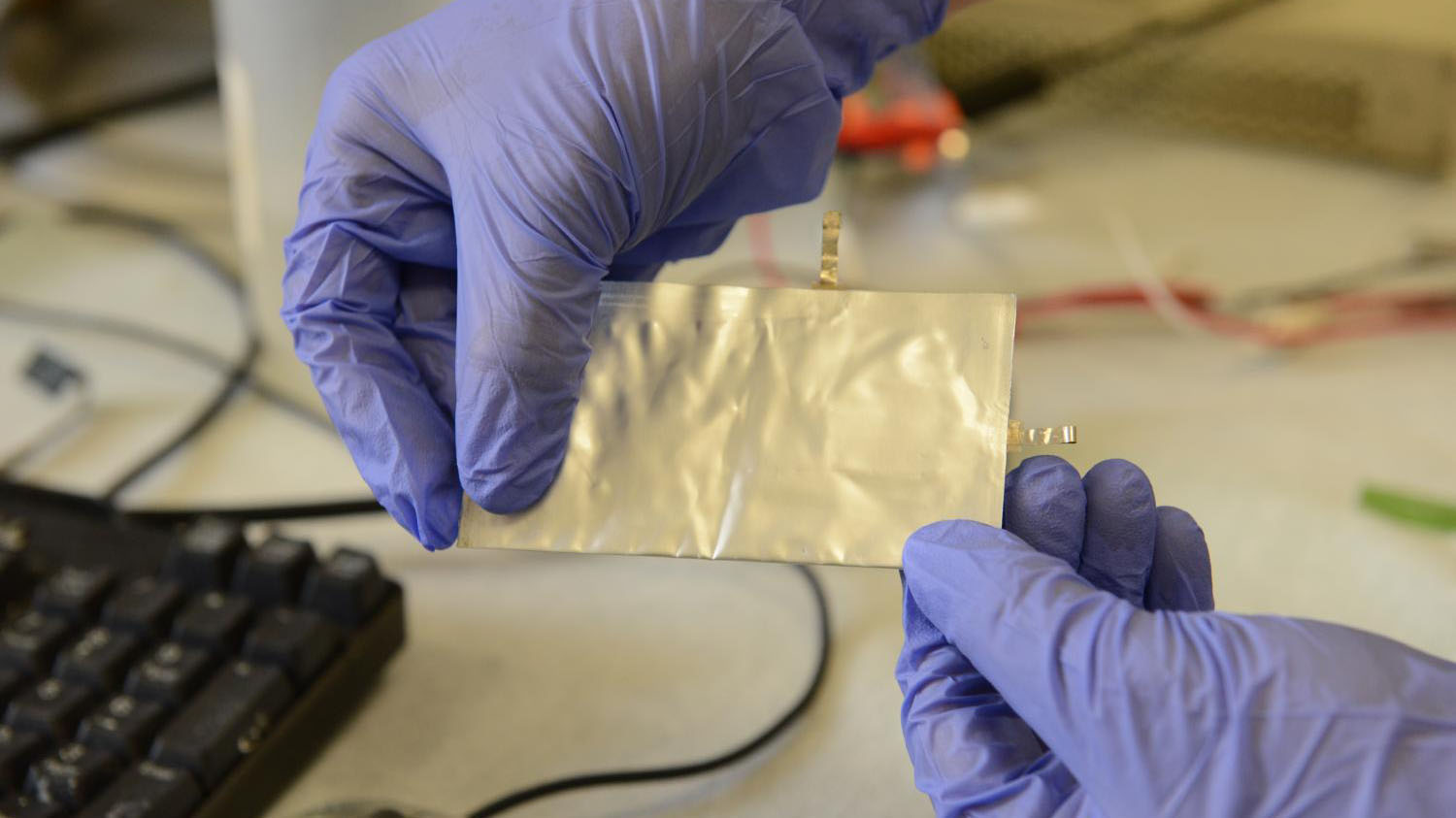 A new phone battery that can charge in 1 minute?