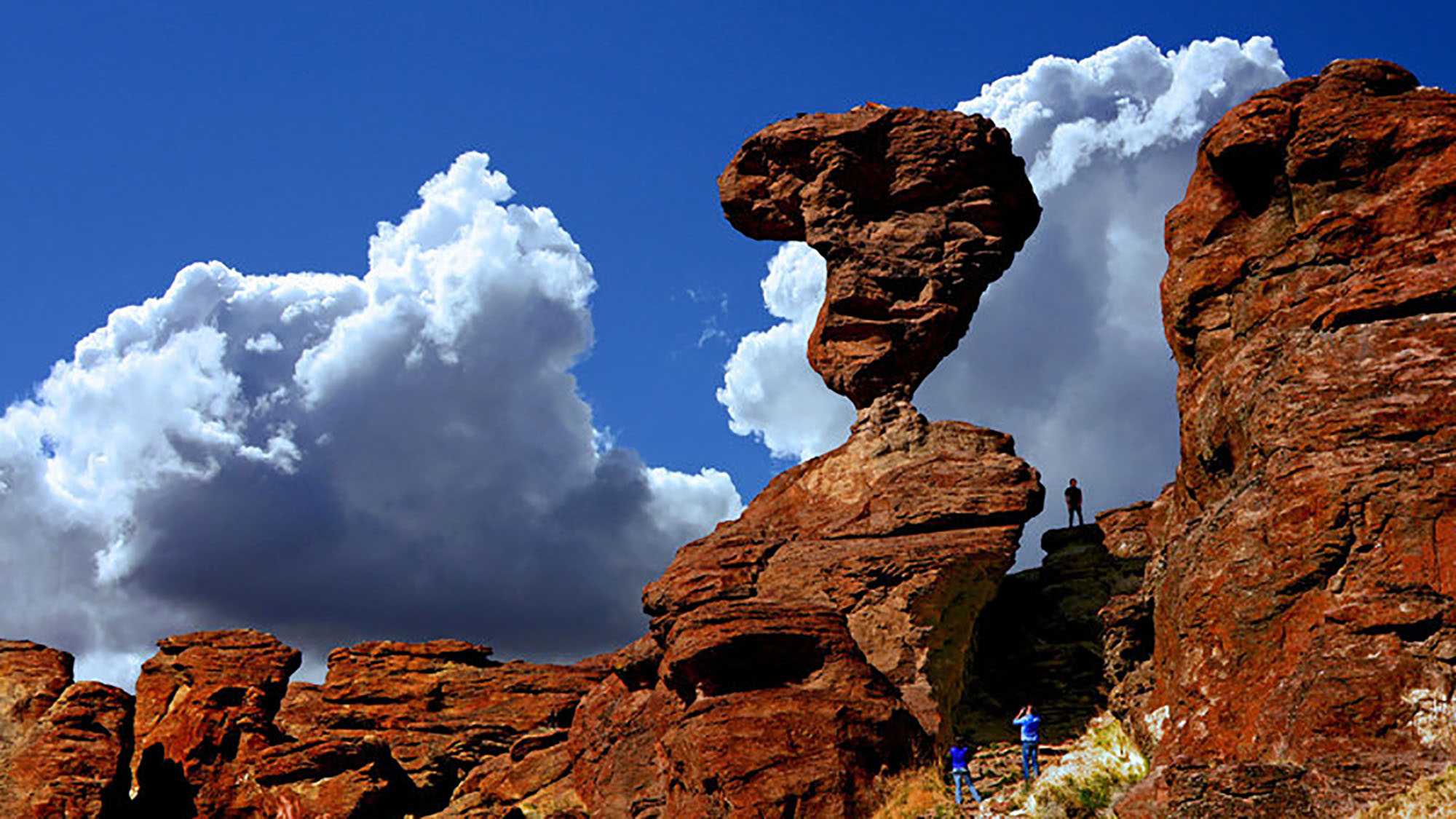 10 delicately balanced rocks that defy gravity