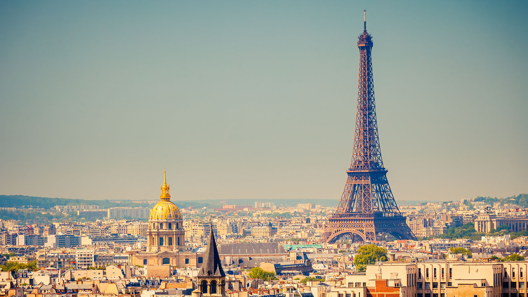 Eiffel Tower closed because of pickpockets