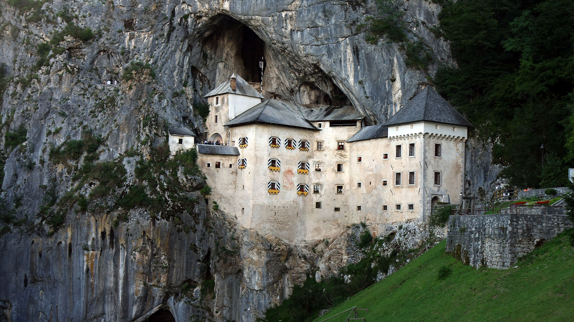 Cliff-side castle comes with a legendary true story straight from a fantasy novel