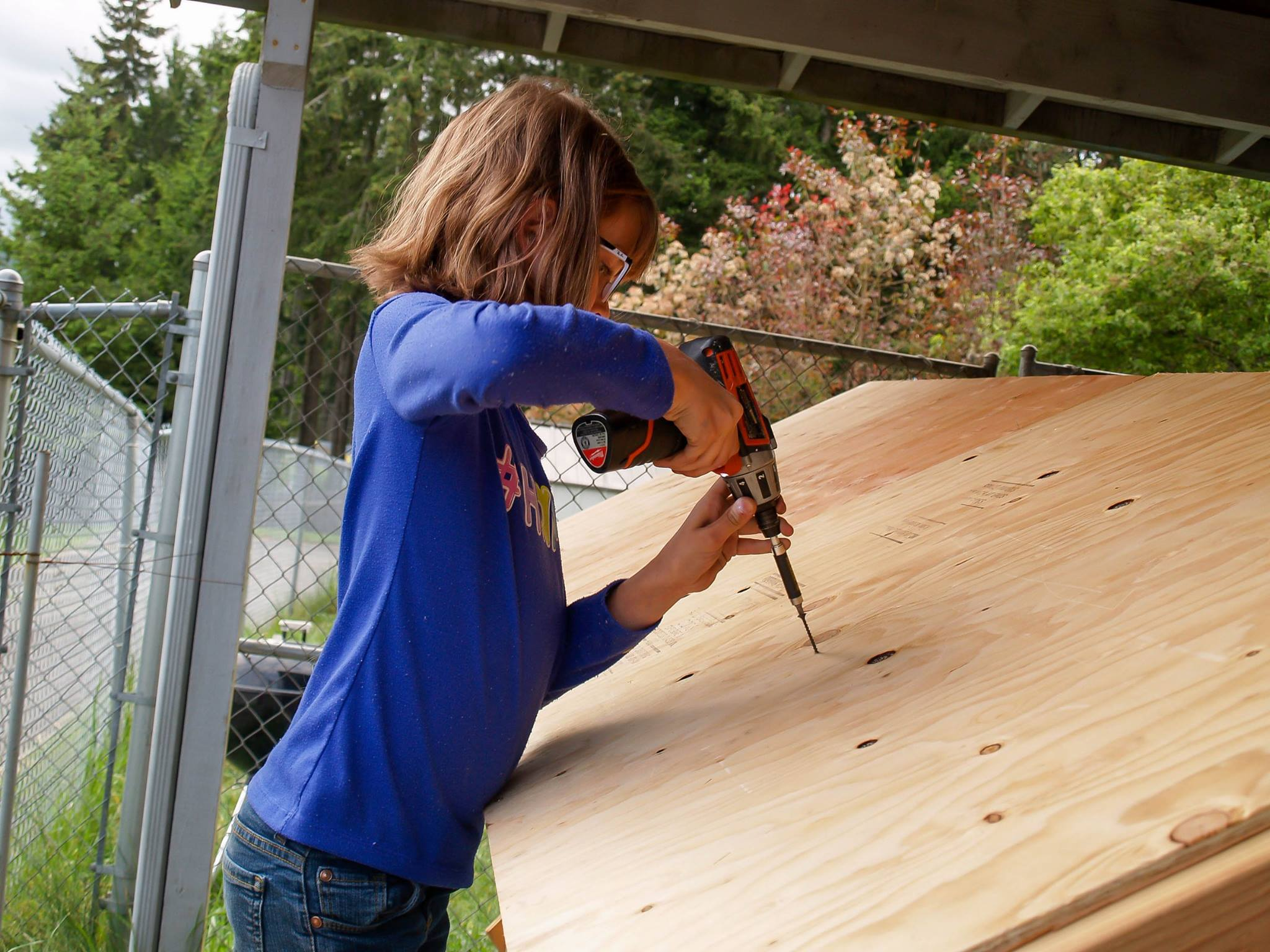 Meet the 9-year-old girl who builds shelters for the homeless