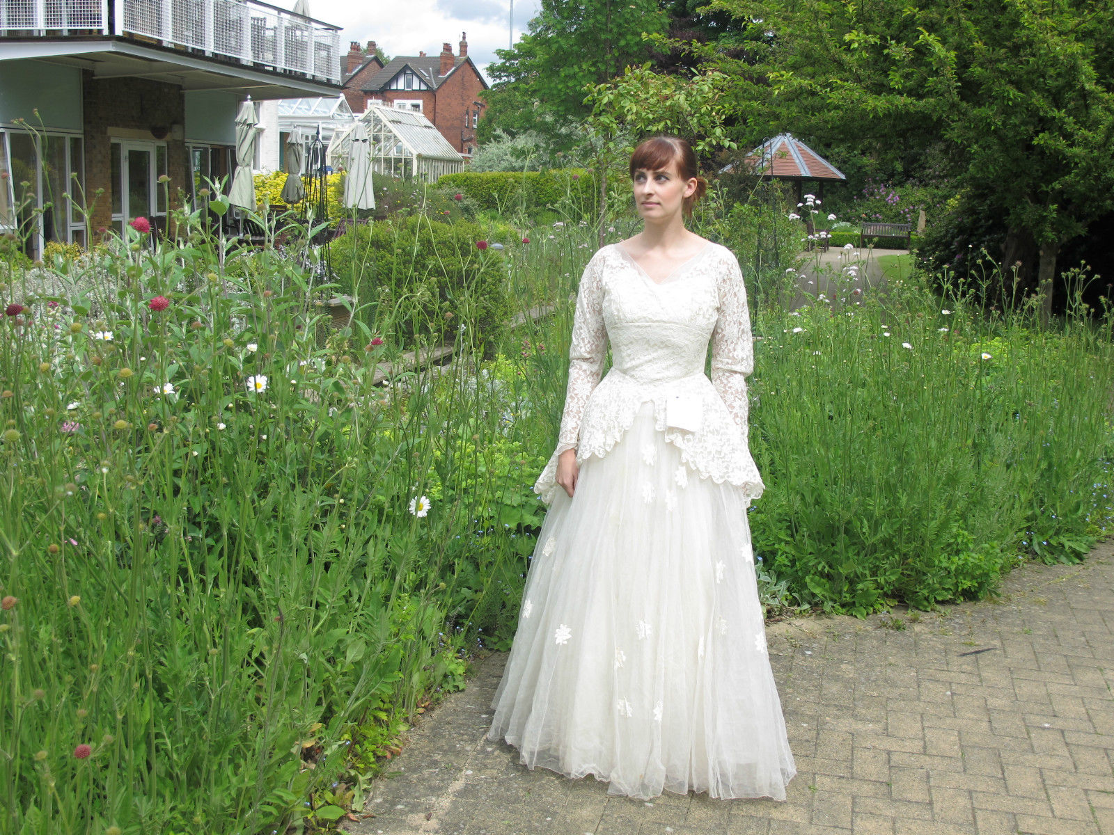 Man donates late wife's wedding dress to a charity shop along with a beautiful note