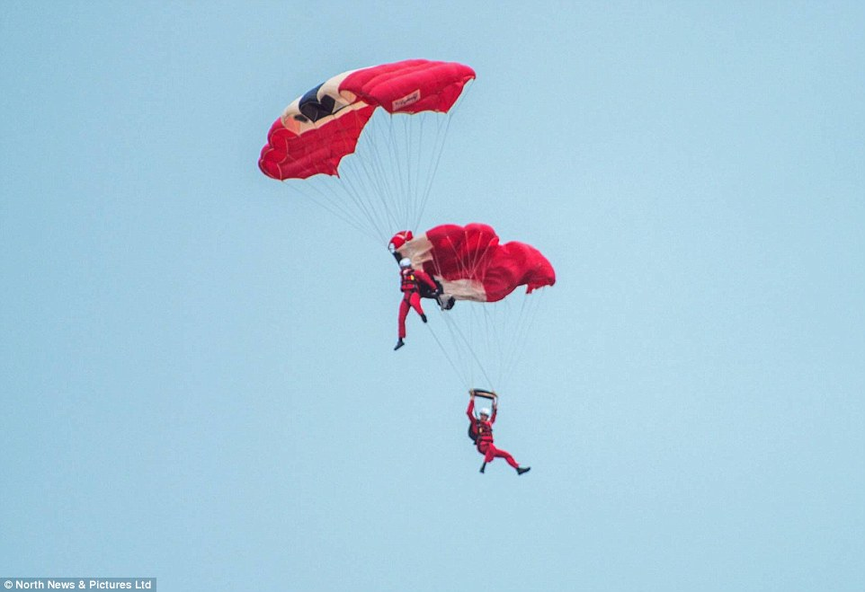 Skydiver saves his teammate's life when his parachute failed to open