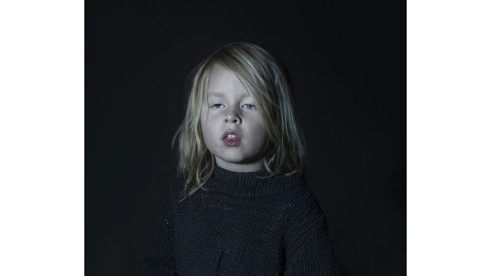 Disturbing photos show what kids look like while watching TV