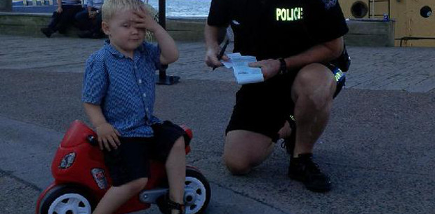"This toddler had the best reaction to being handed a ""parking ticket"""