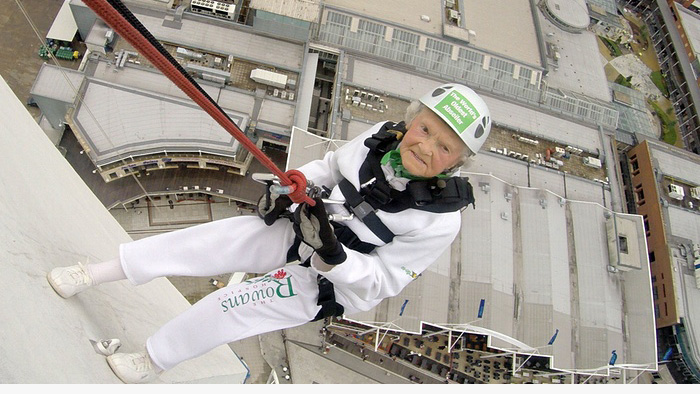 101-year-old woman breaks abseiling record