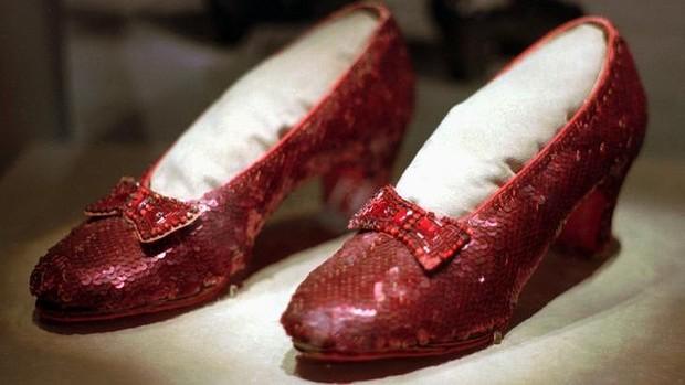 Wizard of Oz super-fan offers $US1 million for safe return of Dorothy's slippers