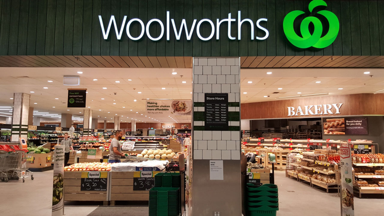 "Woolworths employee ""aggressively removes"" Asian shopper over coronavirus fears"