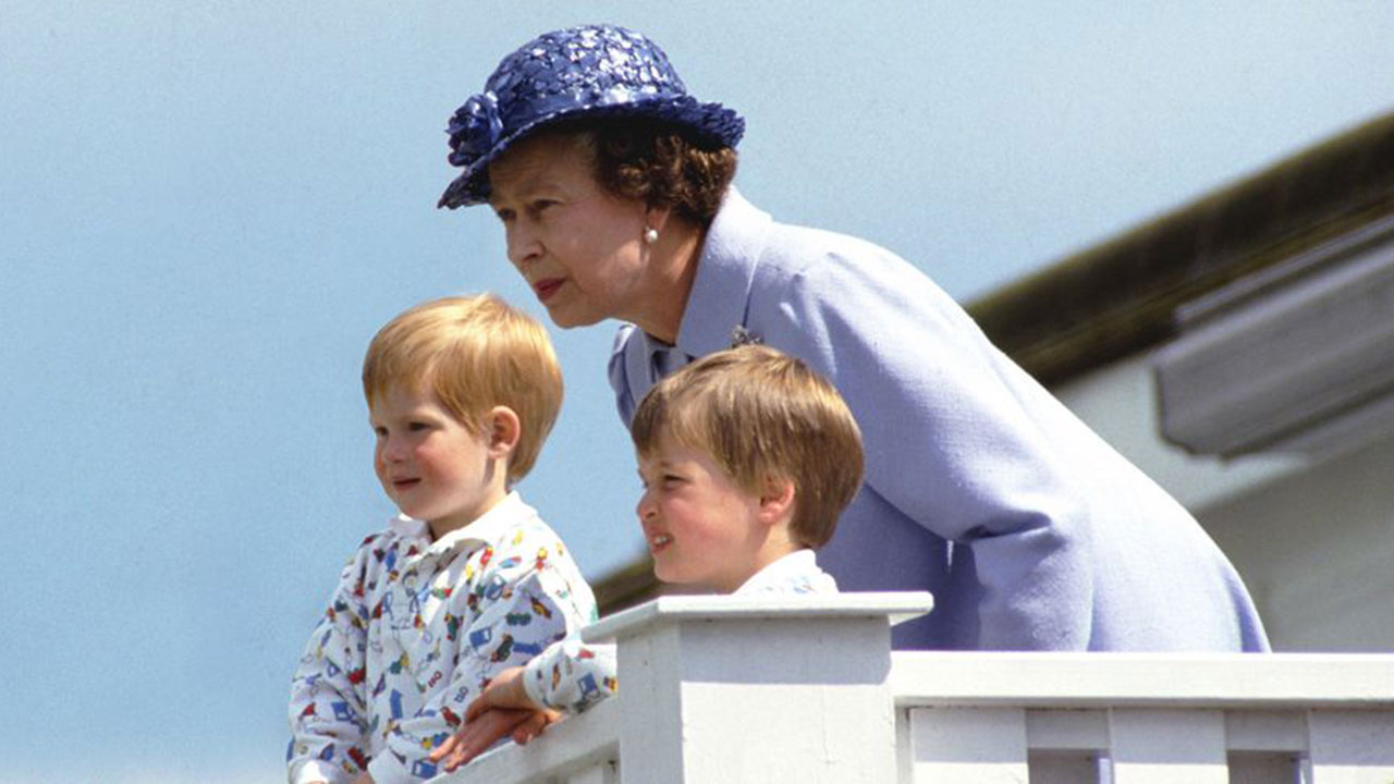 Body language experts analyse the Queen's relationship with her grandchildren