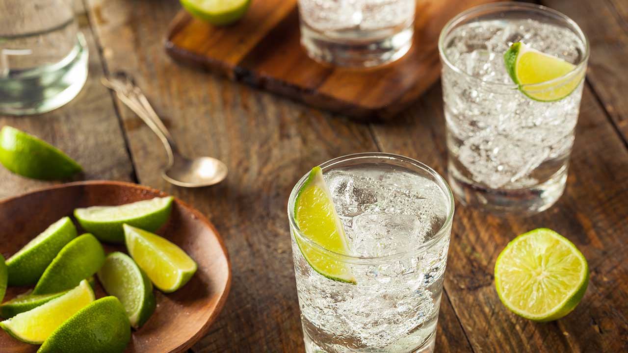 """Dentist reveals the """"scary"""" impact of one gin and tonic"""