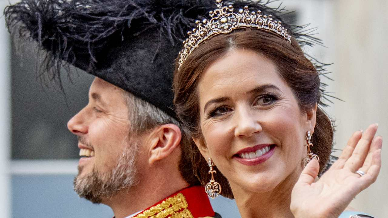 Royal twins: Princess Mary's sister-in-law looks exactly like her!