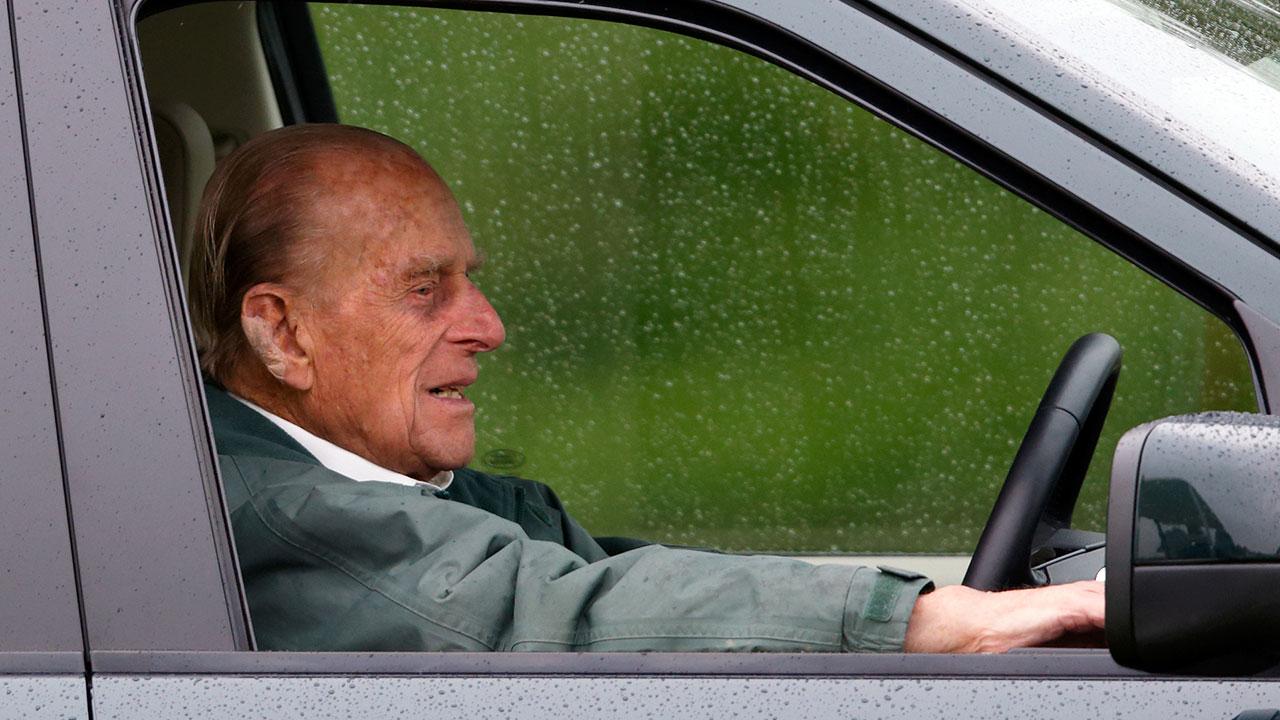 Prince Philip surrenders his driver's licence following dangerous car crash
