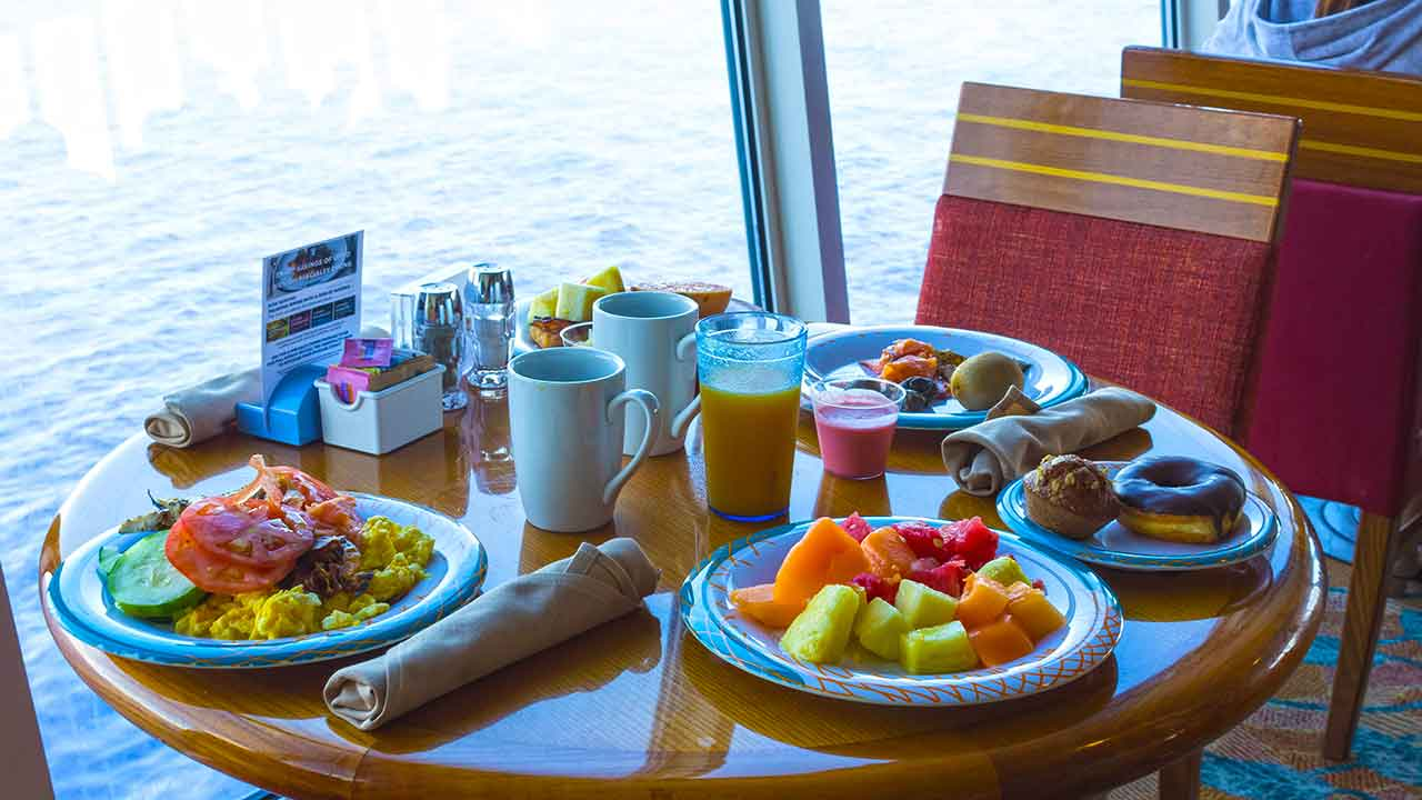 How to eat better on a cruise