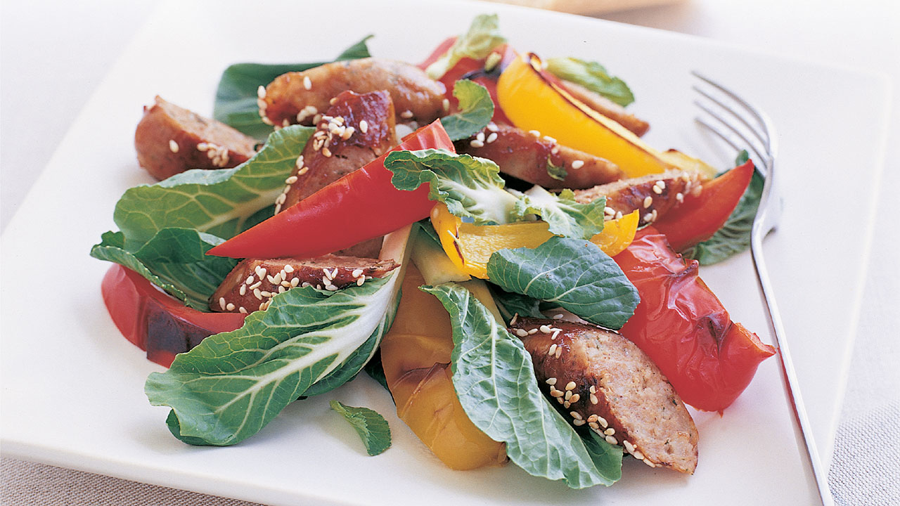 Mouth-watering sesame sausages with vegetables