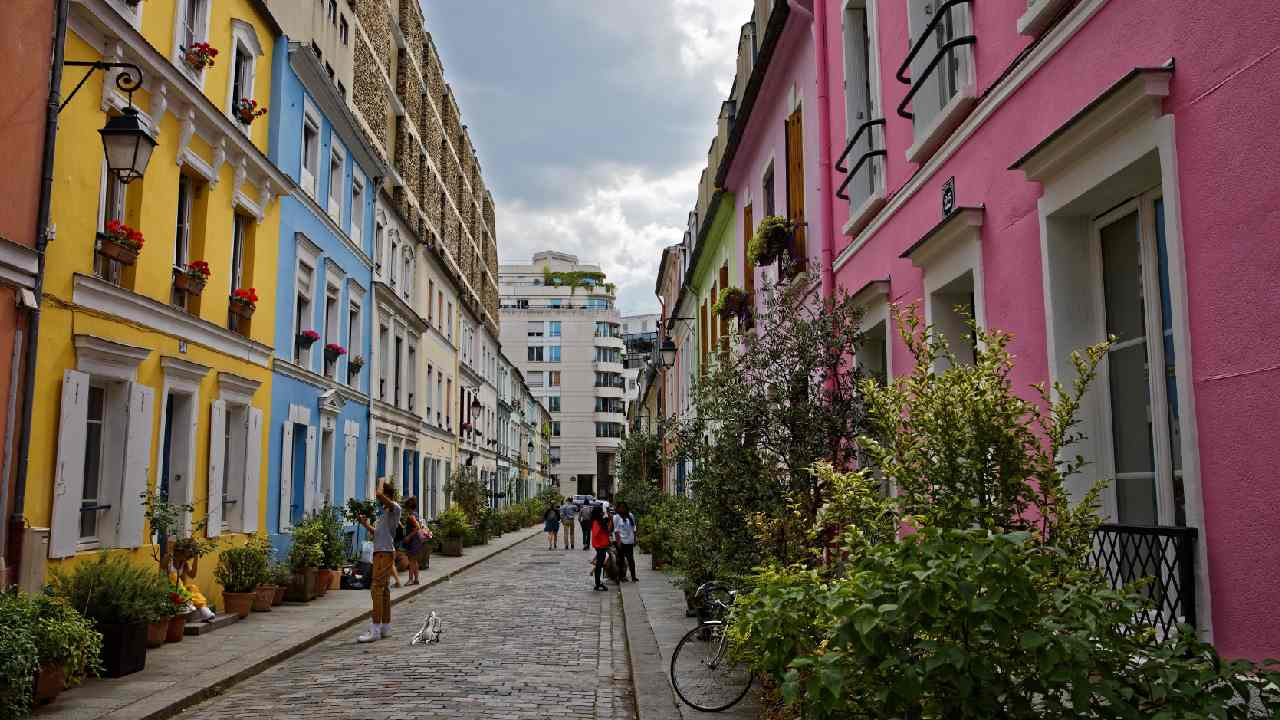 """How tourists are turning this famous Paris street into """"hell"""""""