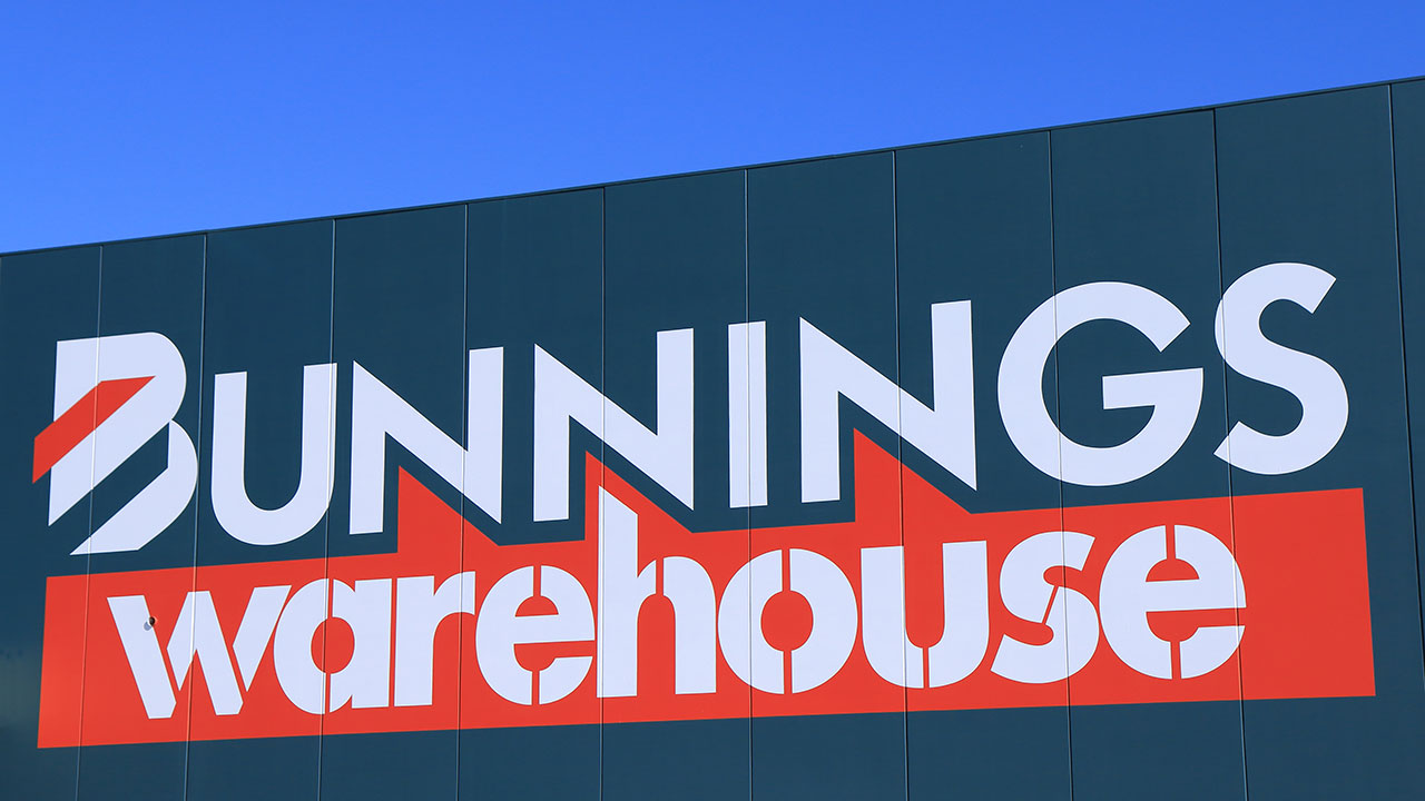"""""""Unreal"""": Hilarious Bunnings' car park fail leaves people in stitches"""