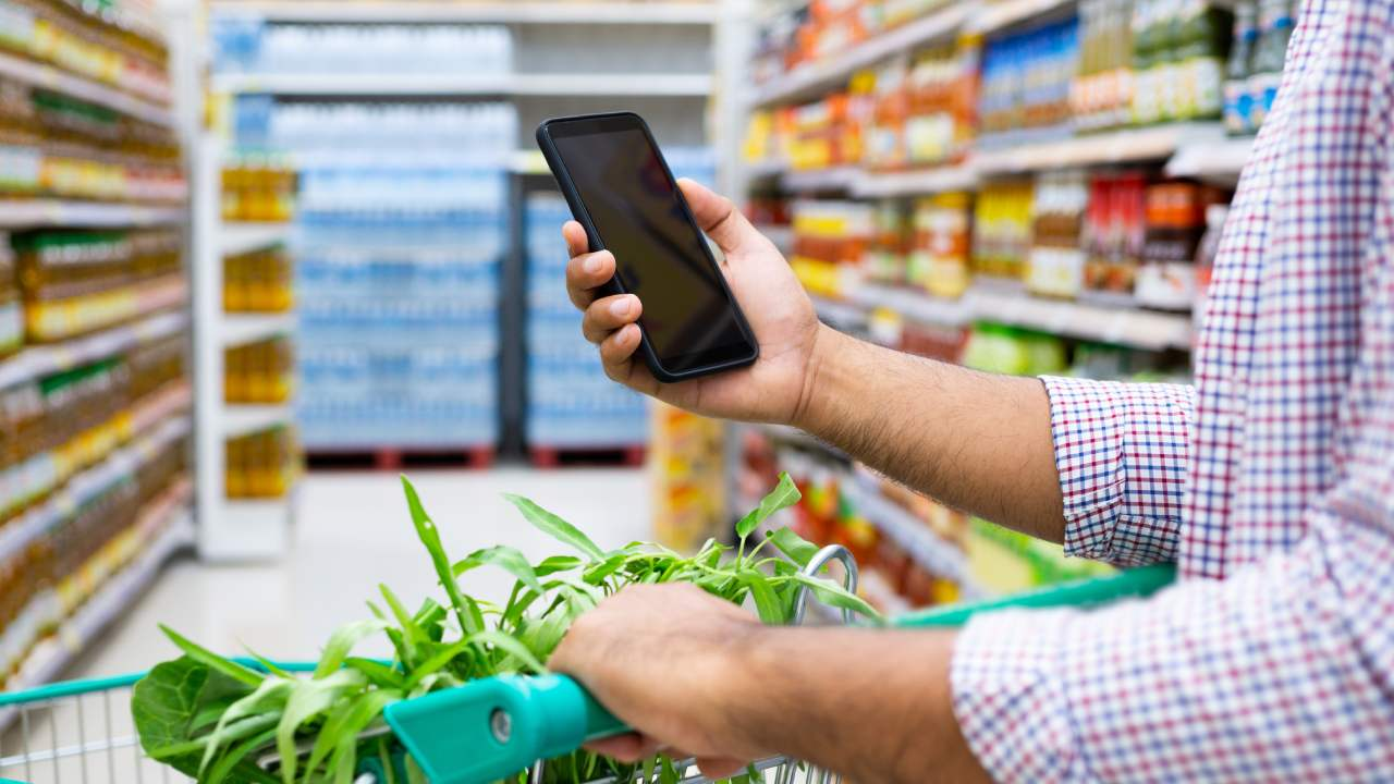 How using your smartphone at the supermarket can increase your shopping bill
