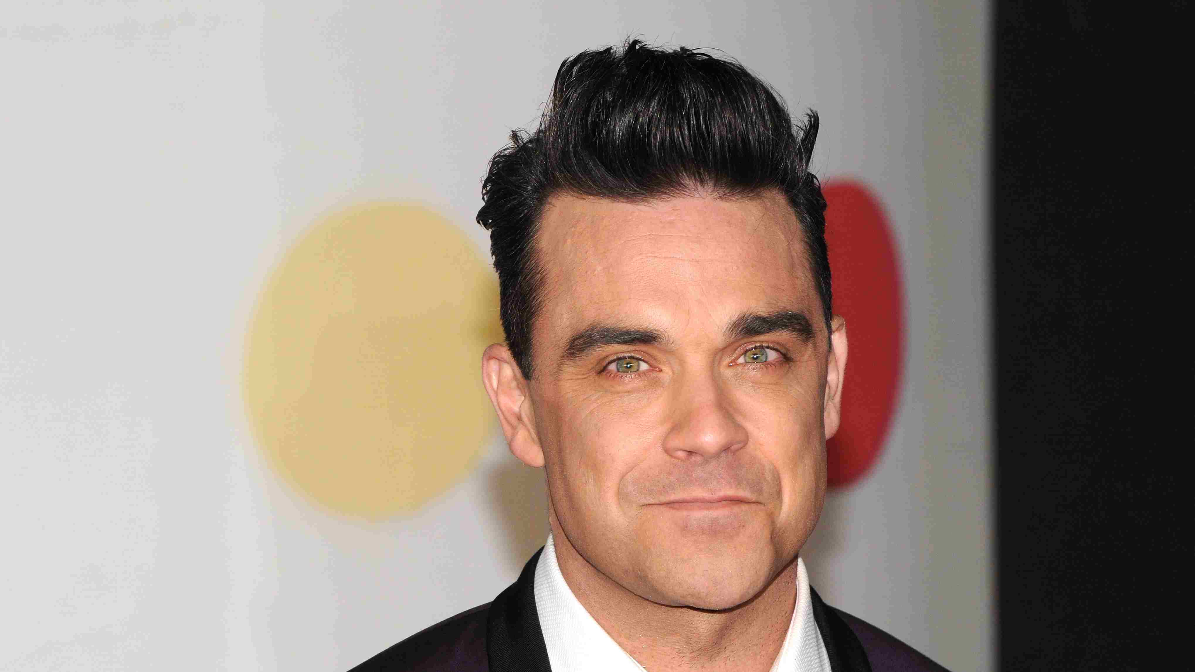 """Robbie Williams' secret health battle: """"I didn't leave the house for three years"""""""