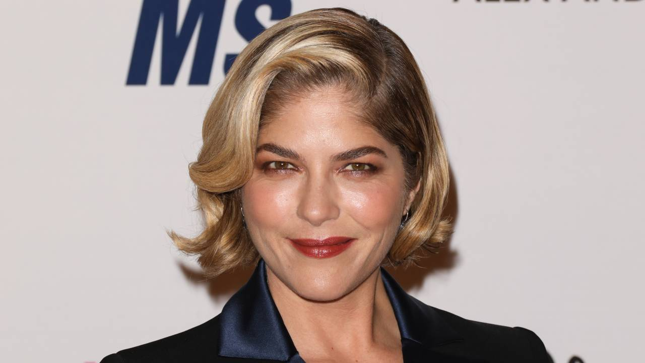 """""""I had recovery"""": Selma Blair proudly reveals incredible new look after MS treatment"""