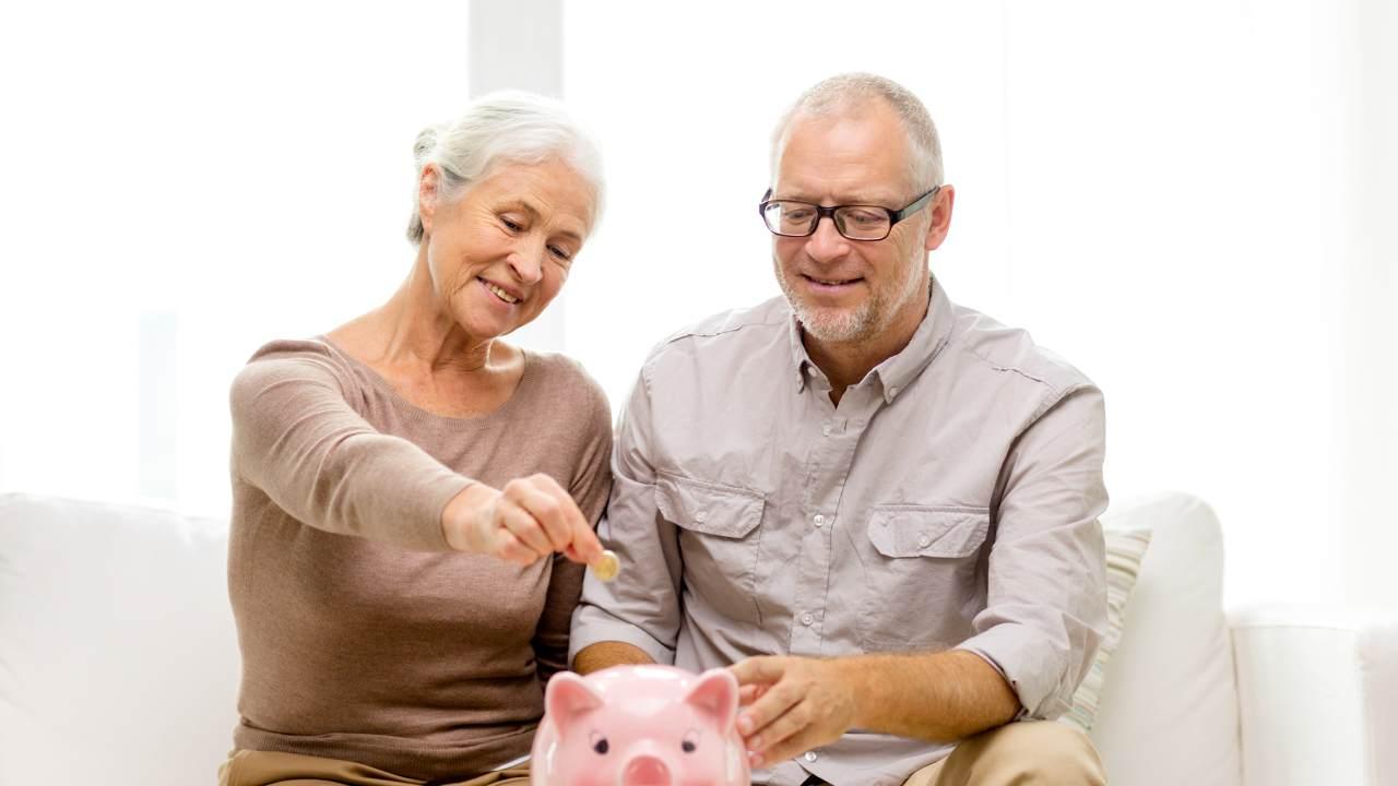 """4 """"obscure"""" ways to save money according to an Aussie finance guru"""