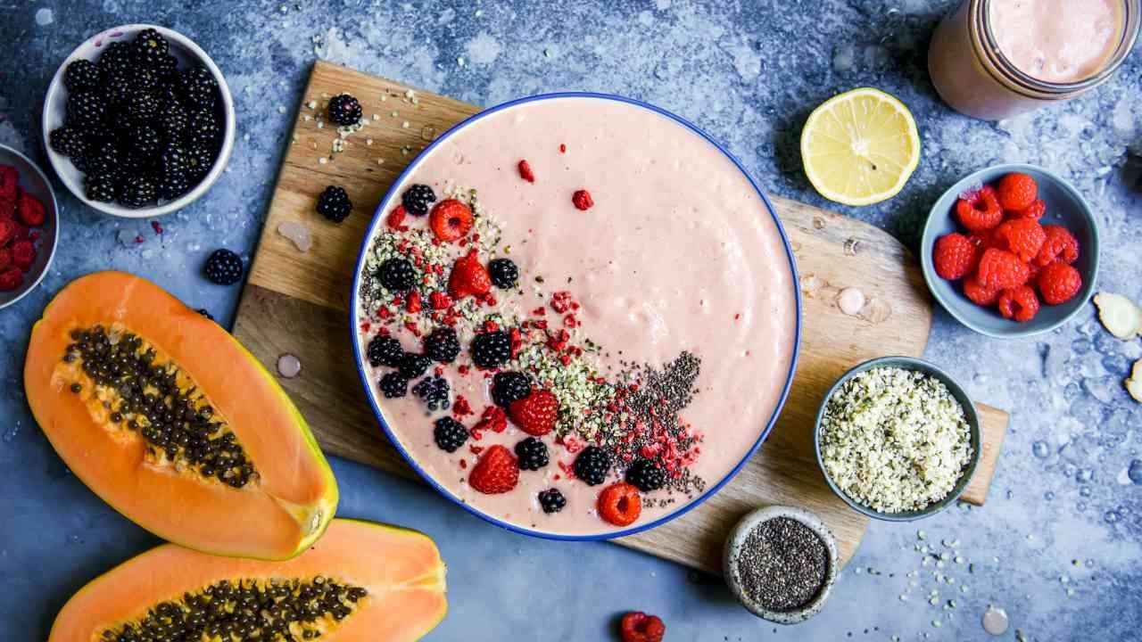 Immune-boosting papaya smoothie bowl