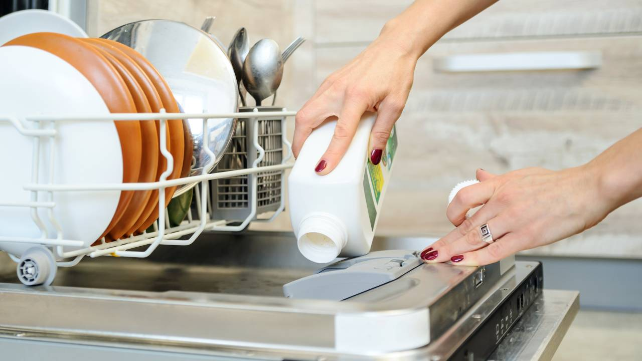 8 things you never knew you could put in your dishwasher