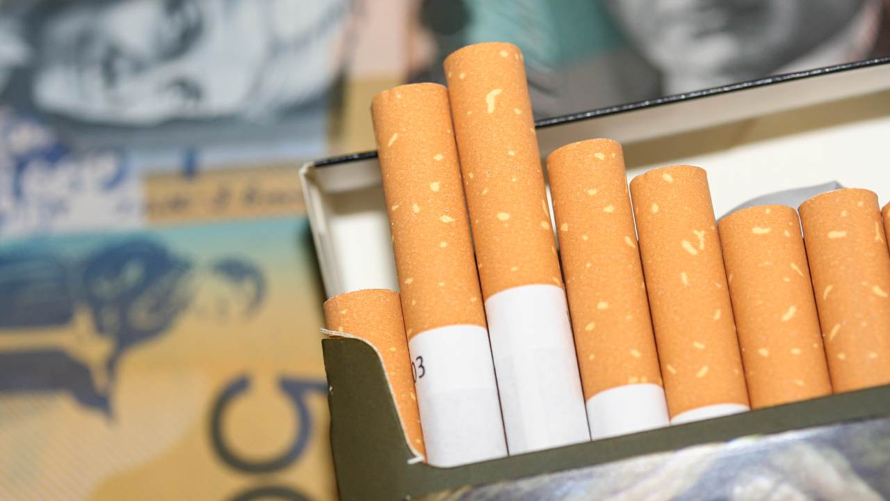 Cancer Council calls for tobacco licence for businesses