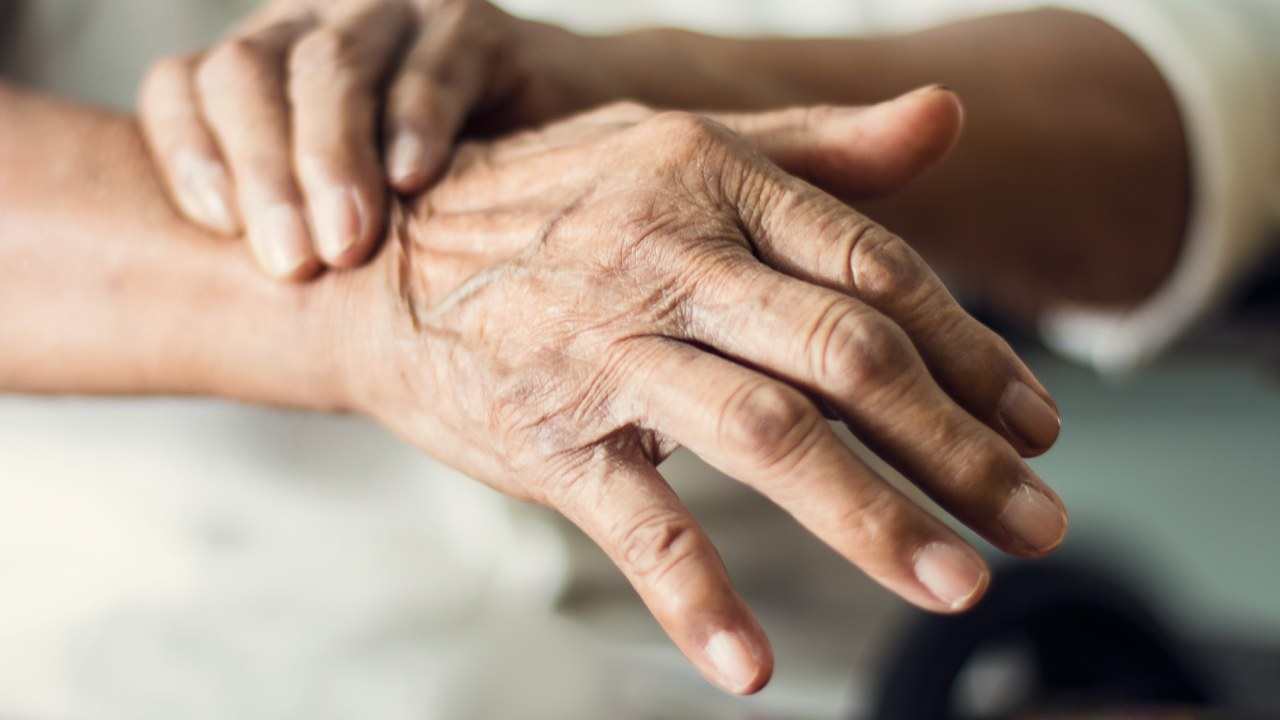 8 early Parkinson's disease symptoms that are too easy to miss