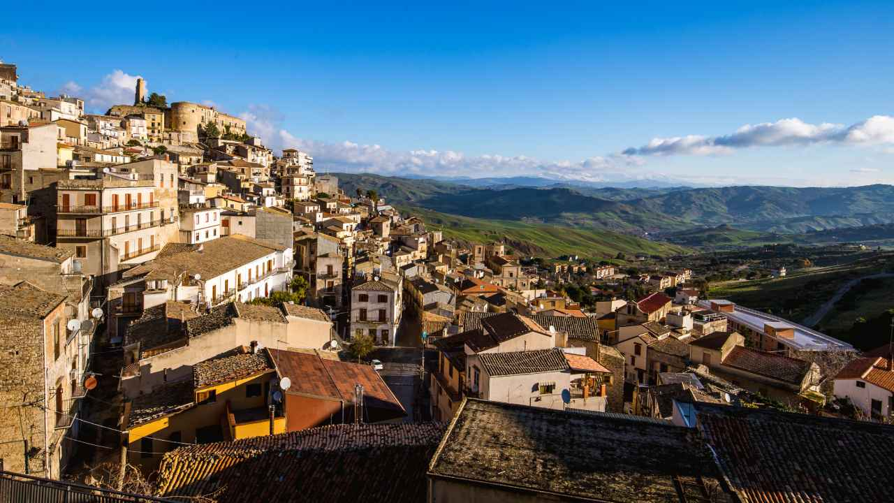 The charming Italian town that offers free houses