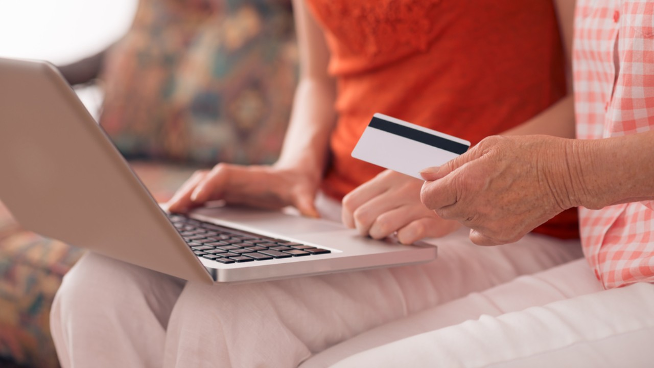 Christmas shoppers warned of online scam in the leadup to holiday season