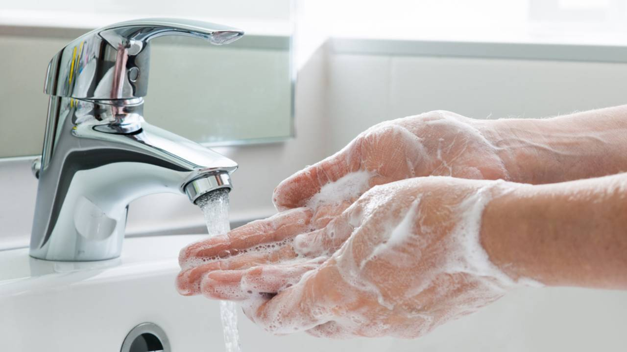 How to wash your hands properly