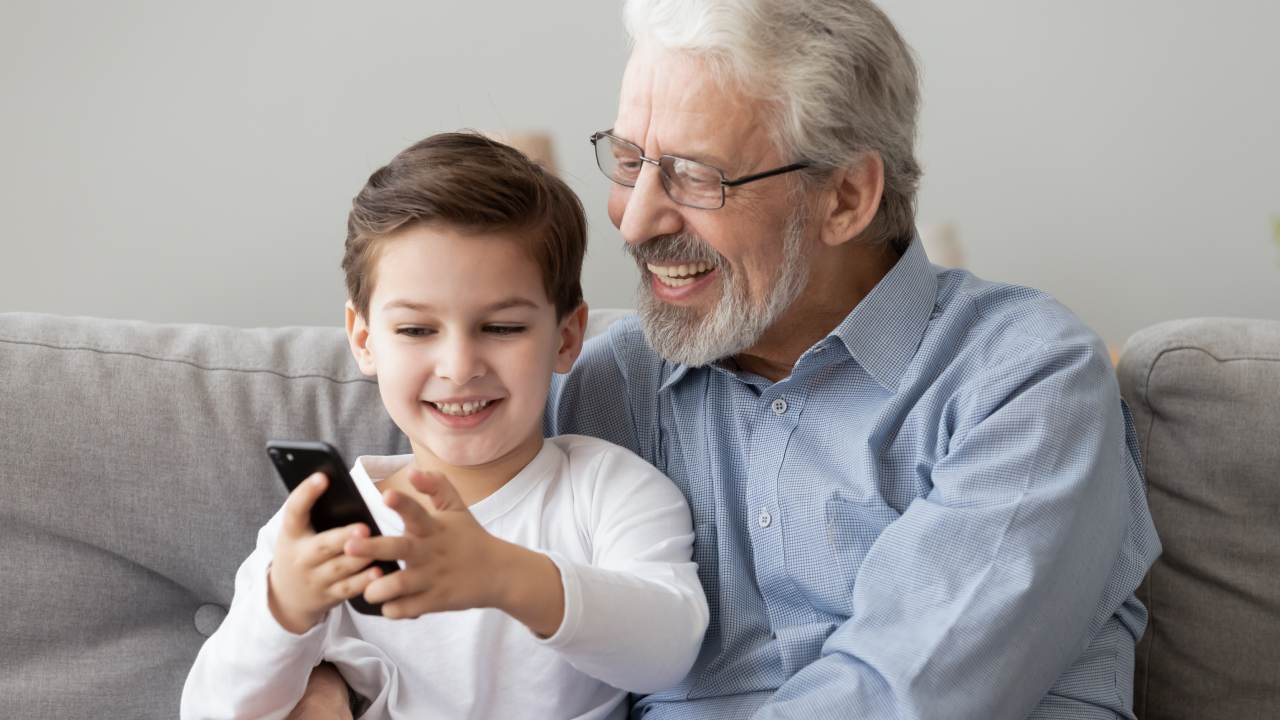 New research shows playing with old phones teaches children good habits