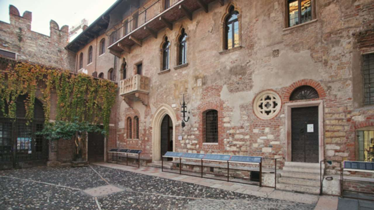 Shakespeare fans can stay in Juliet's House this Valentine's Day