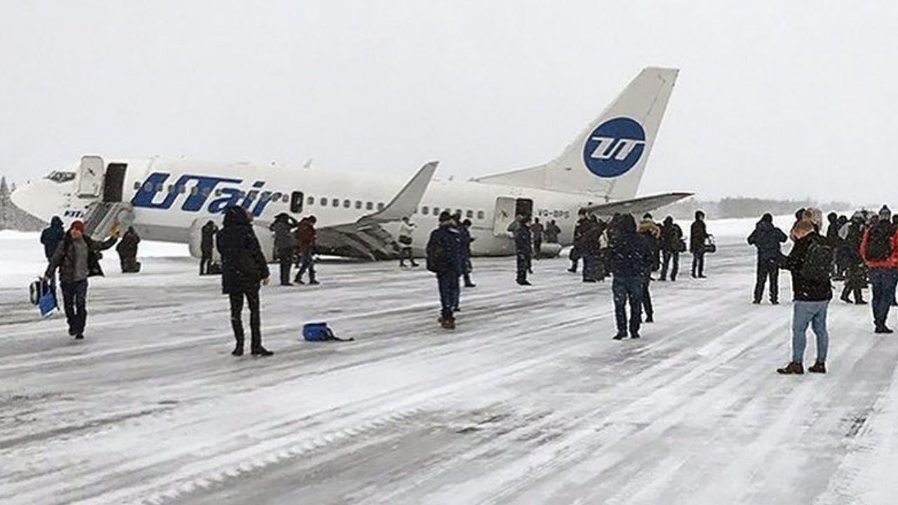 Passenger plane with 100 passengers makes emergency landing in Russia