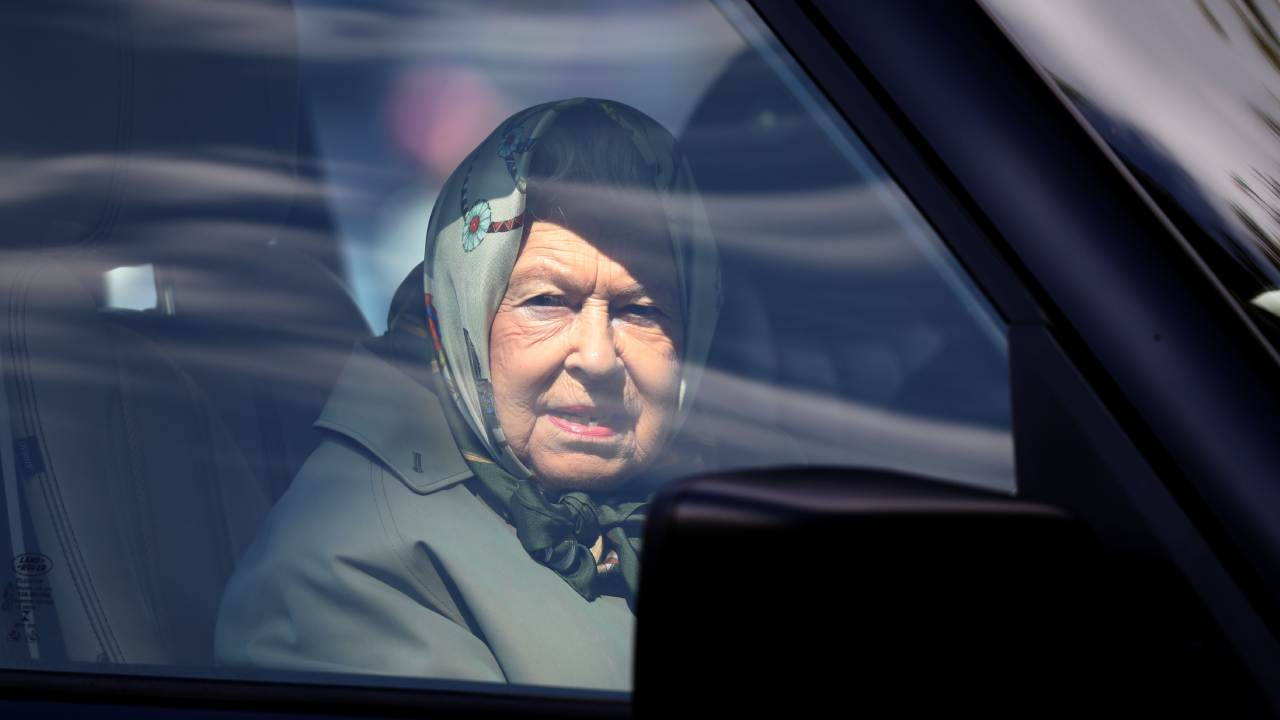 Queen rushed away from Buckingham Palace amid coronavirus fears