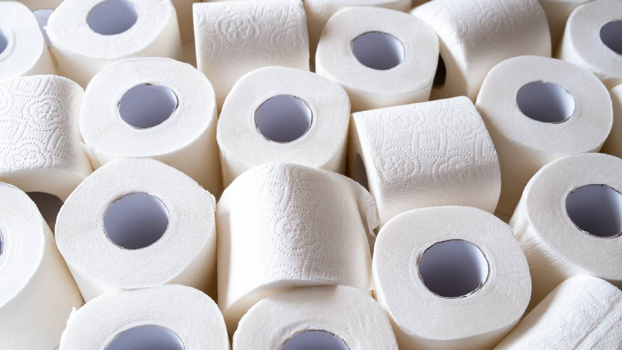 Adelaide man attempts to sell stockpile of 5,400 toilet paper rolls