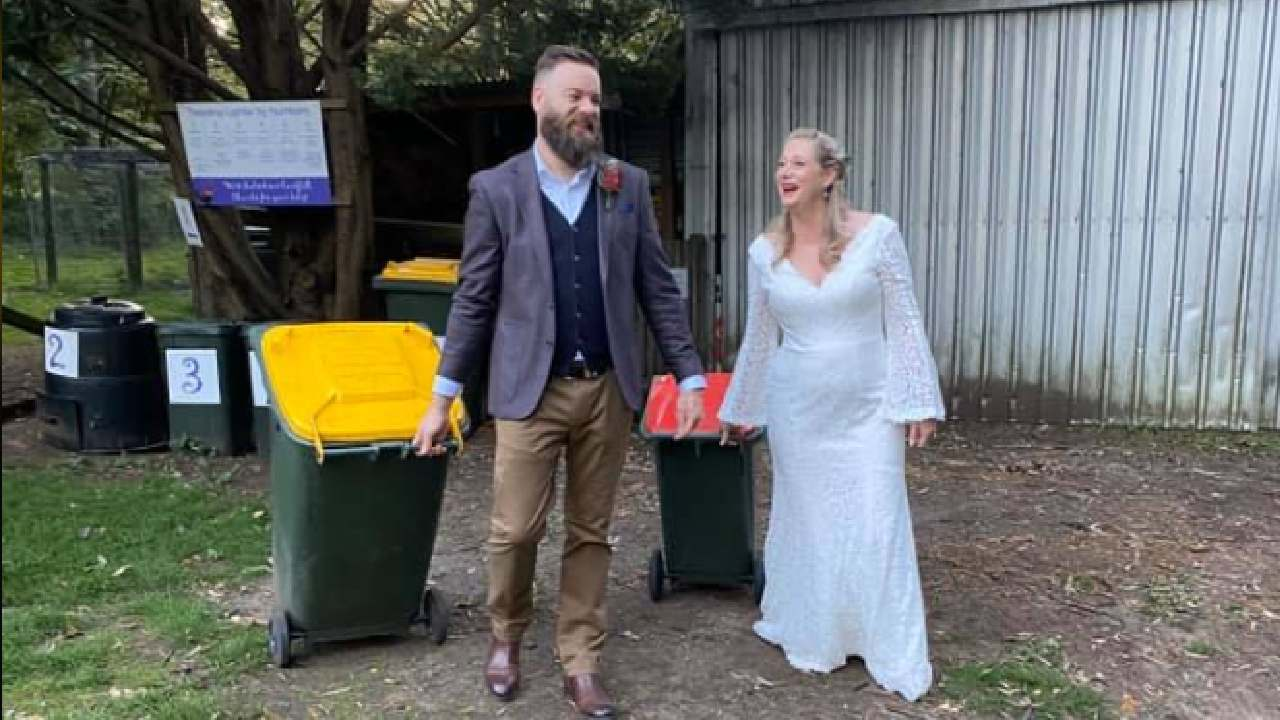 Wheely romantic: Couple ties the knot while taking out the bins