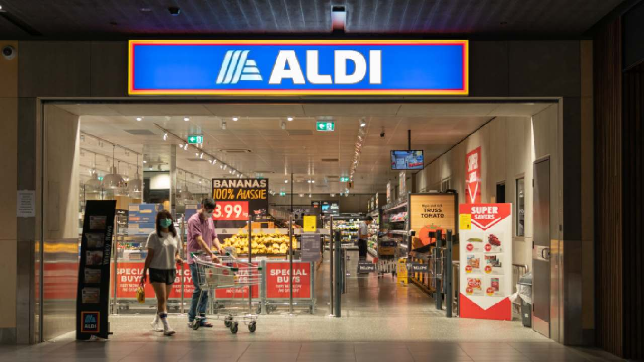 """ALDI's new no-cash policy comes with a """"hidden"""" charge that has outraged shoppers"""