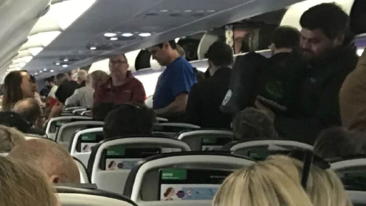 "Passengers ""break every rule"" in flight amid pandemic"