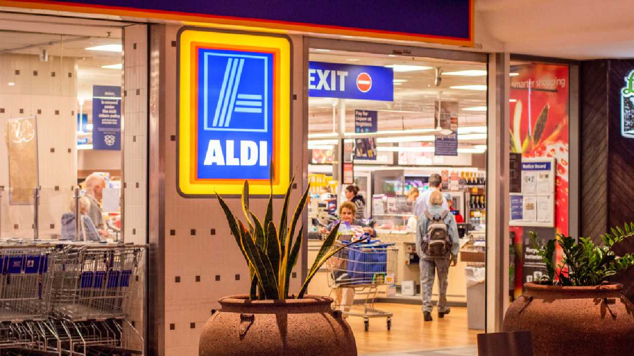 Shopper slams ALDI over coin payment 'policy'