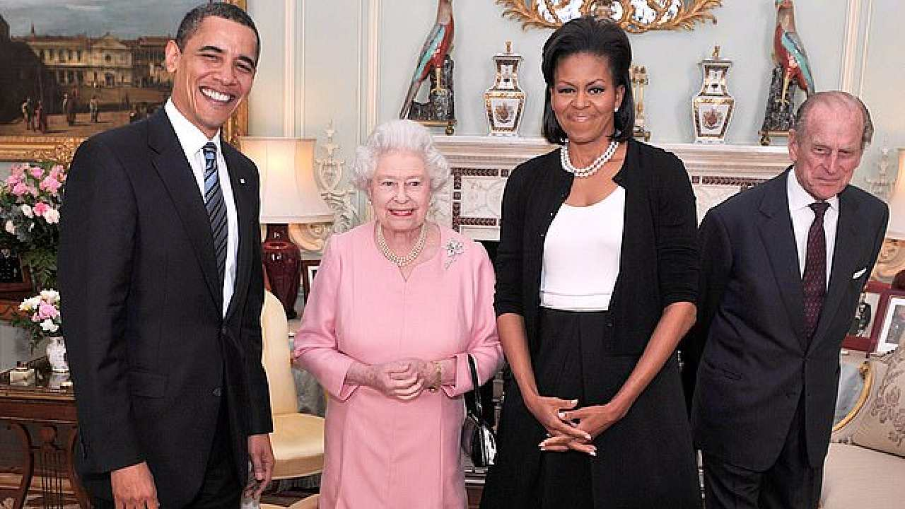 """Don't touch the bag"": Former Obama staff member reprimanded by Queen's aid"