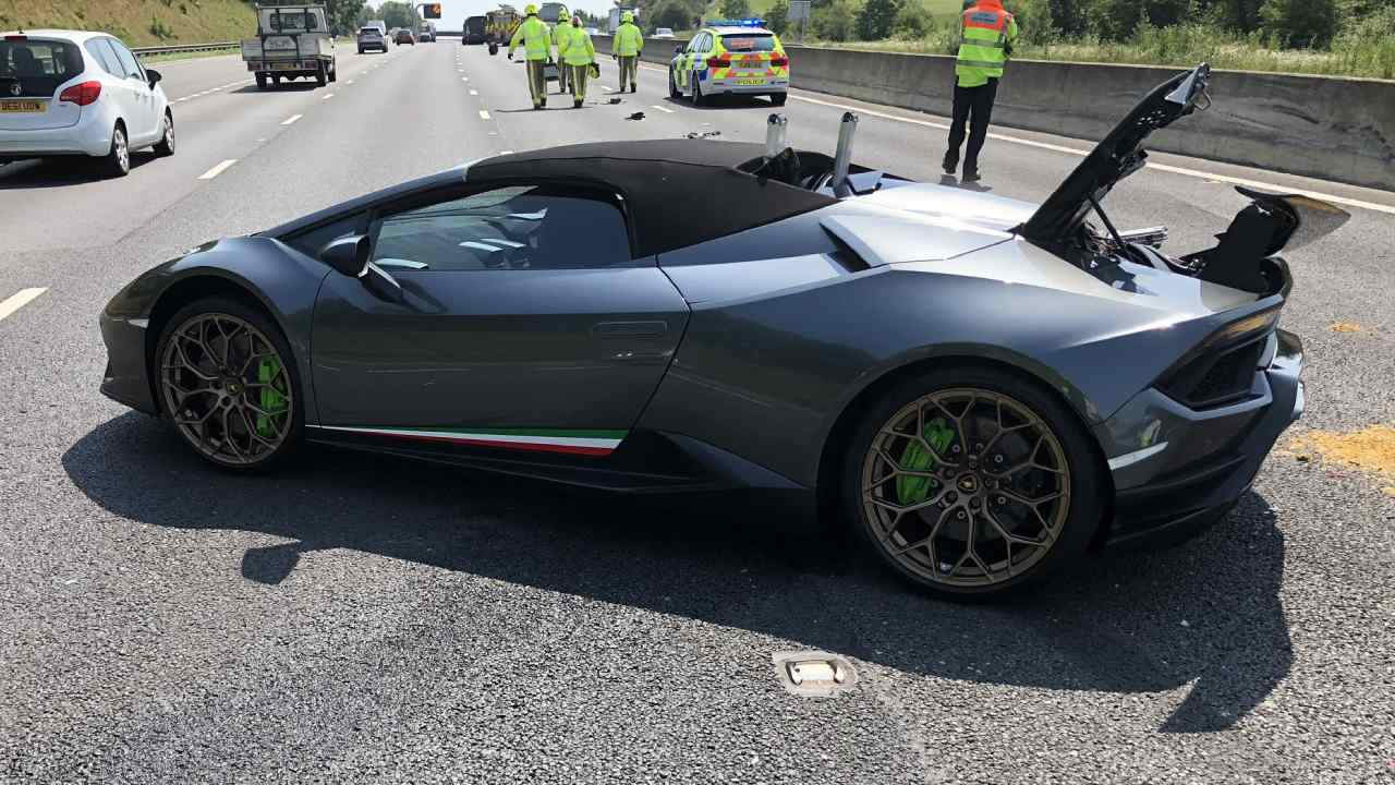 New Lamborghini wrecked 20 minutes after owner bought it