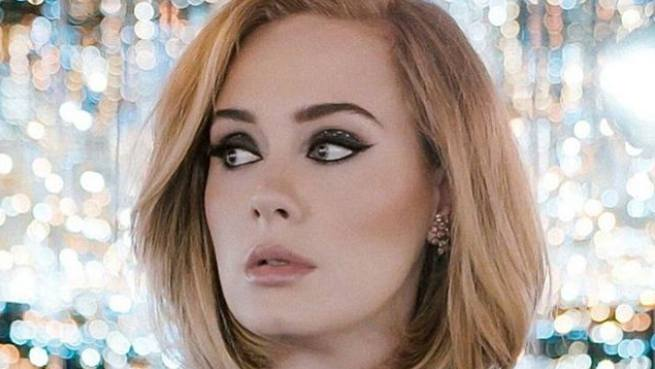 Adele shows off incredible new figure in rare post