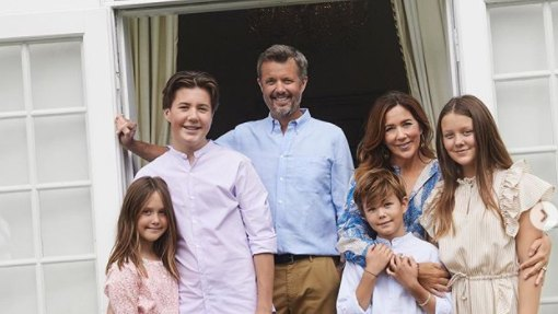 Gorgeous Princess Mary marks the end of summer holiday with family photos