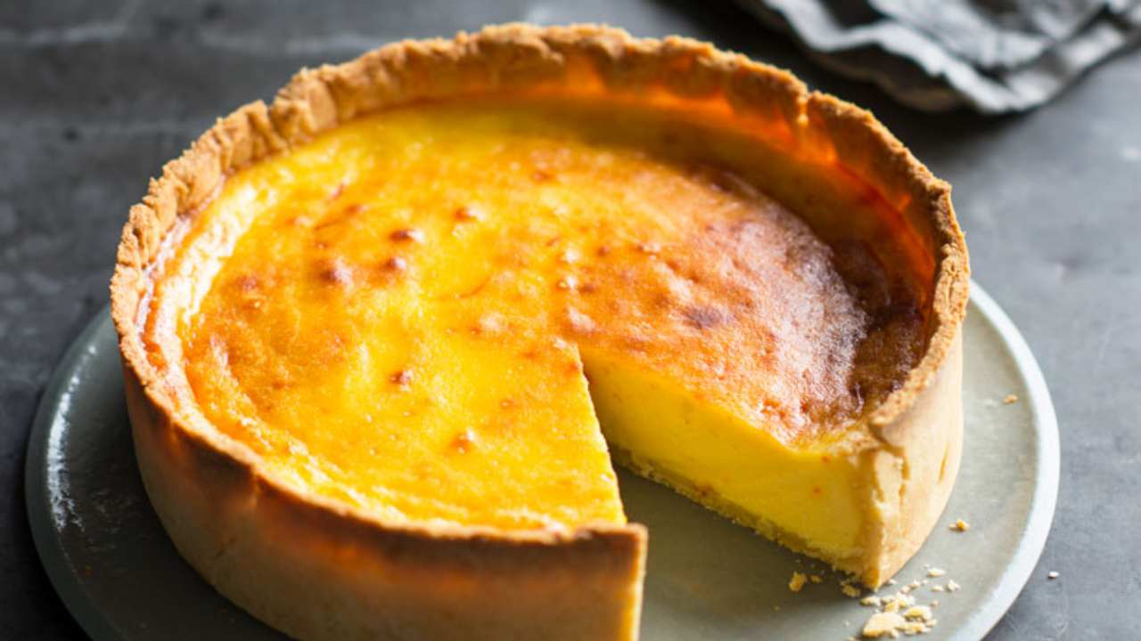 Honey, whisky and saffron cheesecake